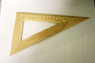 Треугольник 30*23см деревянный